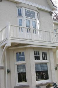 exclusief balkon met hekwerk