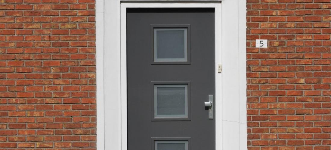 Voordeur beijes trappen bouw for Inmeetmal voor deuren