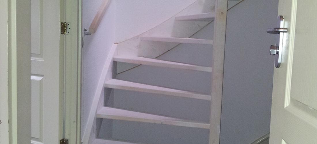 Houten trap beijes trappen bouw - Redo houten trap ...