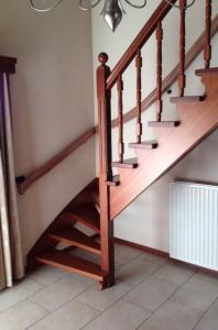 geprofileerde gebogen leuning op bestaande trap
